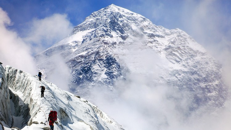 Mount Everest generic image