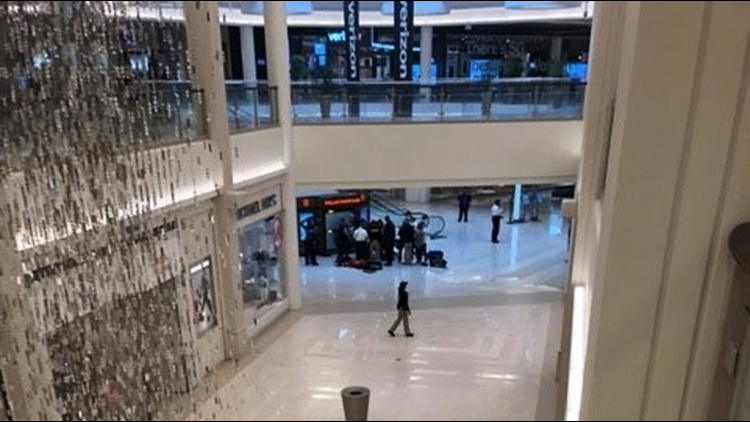 Police Child Pushed From Third Floor At Mall Of America