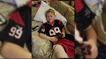 J.J. Watt cheers up 6-year-old with same leg injury