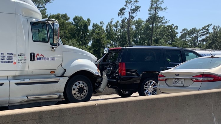 Texas DPS investigating multi-vehicle wreck that left 2 injured