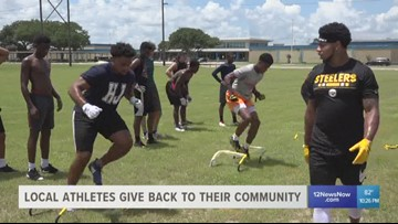 NFL rookies give back to their community