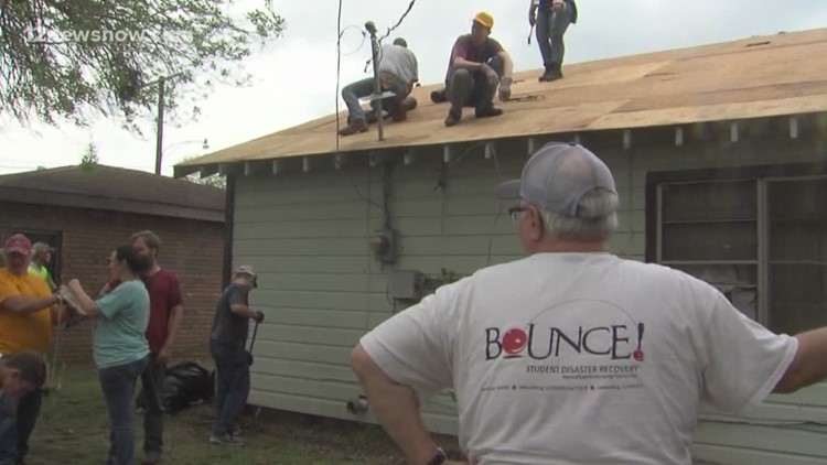 Teens on Spring Break repairing homes with Harvey damage