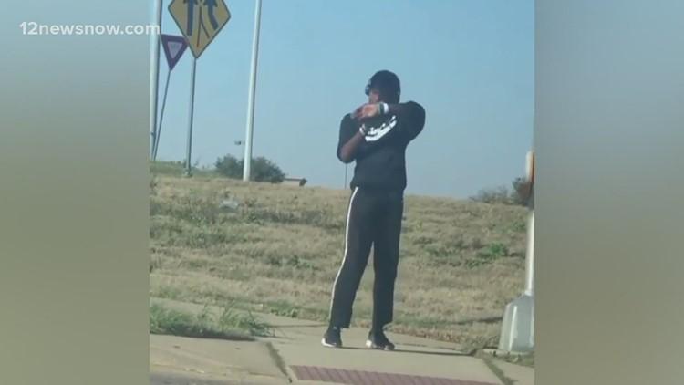 Dancing Dallas teen spreads joy at popular intersection
