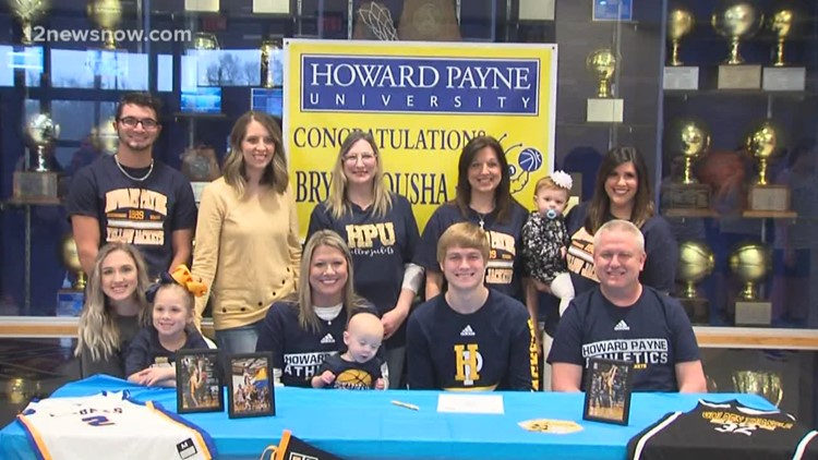 Bryce Tousha signs with Howard Payne