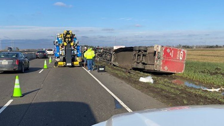 18-wheeler shuts down I-10 eastbound lanes after rollover wreck west of Beaumont