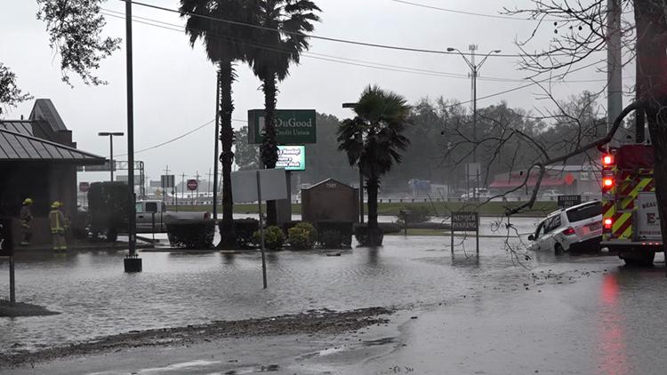 Severe storms trigger flash flooding, tornado watch across Southeast Texas