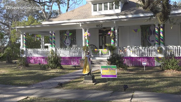 'Yardi Gras': Orange homeowners decorate for drive-by Mardi Gras