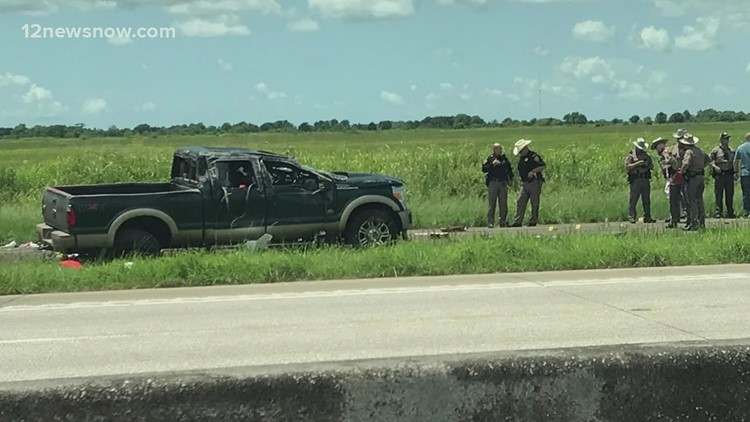 Suspect dead after firing at officers following wreck in Chambers County