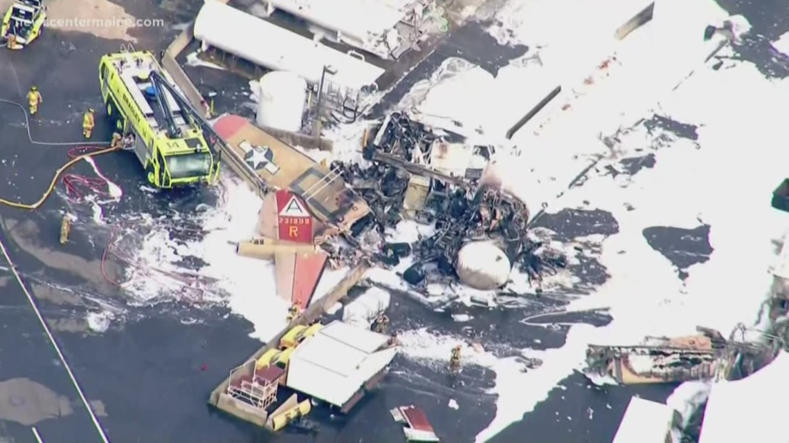 2 pilots of B-17 bomber in Connecticut airport crash among ...