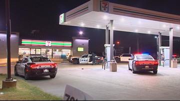 'Cowboy' store clerk ties up robbery suspect