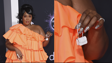 Lizzo shows off a tiny purse at the AMAs